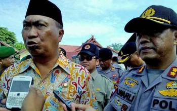 Wakil Wali Kota Palangka Raya Mofit Saptono Subagio didampingi Kapolres Palangka Raya AKBP Lili Warli memberikan keterangan kepada wartawan.