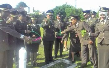 Kajari Kapuas H Subroto ziarah ke makam pahlawan, Sabtu (22/7/2017).