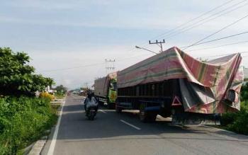 Aktivitas bongkar muat bahan bangunan di gudang Jalan Matnoor, Kelurahan Baru, Kecamatan Arut Selatan, Kabupaten Kobar, ini dinilai mengganggu dan membahayakan pengguna jalan.