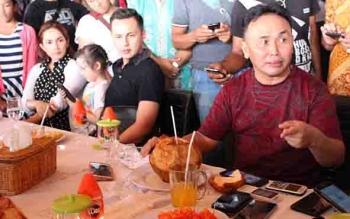 Gubernur Kalteng Sugianto Sabran menjamu makan siang mantan istrinya Ussy beserta suami Andhika.