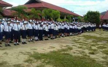 Pelajar salah satu Sekolah Menengah Pertama (SMP) di Gunung Mas.