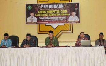 Para pemenang AKSIOMA saat menerima hadiah di tingkat Provinsi Kalimantan Tengah