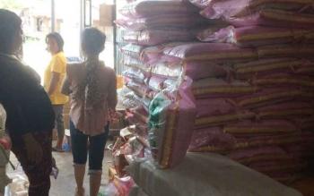 Stok beras yang dijual pedagang di Kotawaringin Timur.