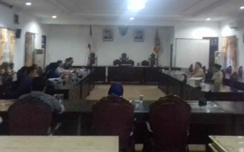 Rapat masalah pengalihan proyek antara pihak eksekutif dan legislatif.