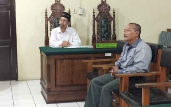 Indra Jaya, saksi meringankan terdakwa Ridi Bana Esek, memberikan keterangan kepada hakim di Pengadilan Negeri Palangka Raya, Selasa (25/7/2017).