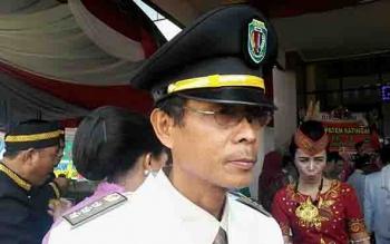 Camat Kamipang, Sukarti.