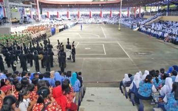Puluhan ribu peserta upacara HUT Kabupaten Barito Utara memenuhi arena terbuka Tiara Batara, Muara Teweh