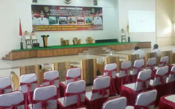 Ratusan kursi tempat acara Rakorda FKUB tersusun rapi di Gedung Selawah Kasongan. Besok rakorda FKUB se Kalteng digelar di gedung ini