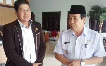 Wakil Ketua DPRD Kotim, Parimus (kiri) bersama Wakil Bupati Kotim HM Taufiq Mukri.