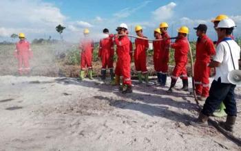 Untuk meningkatkan kesiagaan, Tim Satgas Damkar Karhutla PT Industrial Forest Plantation menggelar simulasi penanganan kebakaran setiap dua bulan sekali.