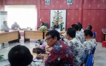 Wakil Ketua I DPRD Kota Palangka Raya Ida Ayu Nia Anggraini memimpin pertemuan dengan DPRD Kota Blitar, Rabu (26/7/2017).