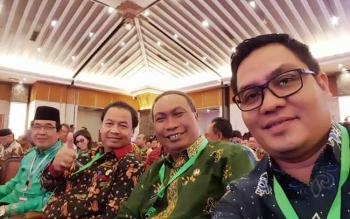 Wakil Bupati Gumas Rony Karlos (kanan) Rony Karlos menghadiri Rapat Koordinasi Nasional Pengendalian Inflasi 2017 yang dilaksanakan di Hotel Grand Sahid Jaya, Jakarta, Kamis (27/7/2017)