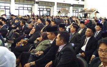 Ratusan PNS yang bertugas di Kotim saat menghadiri acara pelantikan dan pengambilan sumpah jabatan pejabat. Di Kotim sendiri saat setiap tahunnya ada 120 Orang PNS yang pensiun.