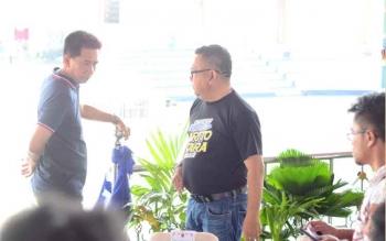 Bupati Barito Utara, H Nadalsyah berbincang dengan Kepala dinas PUPR Barut, H Ferry Kusmiadi