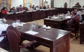 Pembahasan KUA APBD 2018 di DPRD Kotim.