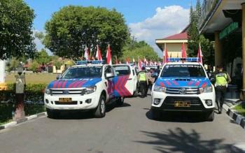 Anggota lalu lintas dari seluruh polres siap bertolak ke tempat tugasnya masing-masing setelah menerima 1.000 bendera dari Wakapolda Kalteng, Kombes Pol Dedi Prasetyo di halaman Polda Kalteng, Rabu (26/7/2017).