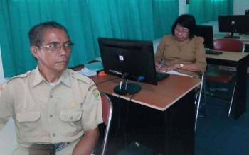 Tim assessor saat mengunjungi SMAN 5 Palangka Raya baru-baru ini.