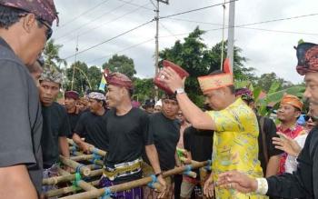Salah satu rangkaian proses Ngaben di Kapuas.