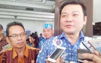 Kepala Badan Restorasi Gambut, Nazir Foead didampingi Rektor UNKRIP, Siun Jarias