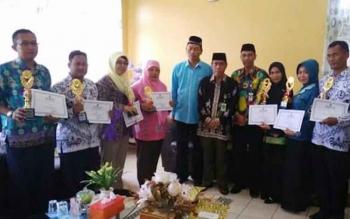 Kepala Kantor Kemenag Kabupaten Kapuas, H Ahmad Bahruni bertemu dengan Guru, Kepala Sekolah dan Pengawas yang meraih prestasi tingkat nasional di Kantor Kemenag Kapuas, Jumat (28/7/2017)