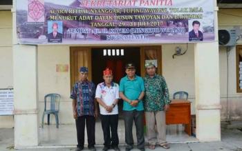 Sekretaris DAD Barito Utara, Drs Hertin Kilat (dua kiri).