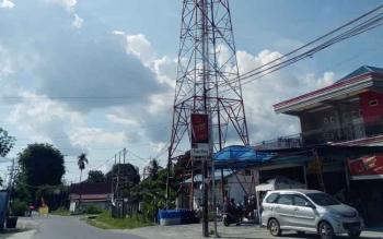 Tower sinyal telekomunikasi di Kuala Kurun ibu kota Kabupaten Gunung Mas.