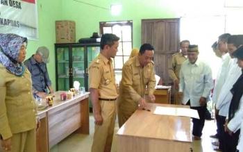 Camat Bataguh Budi Kurniawan melantik BPD beberapa waktu lalu dalam rangka persiapan pemilihan Kepala Desa.