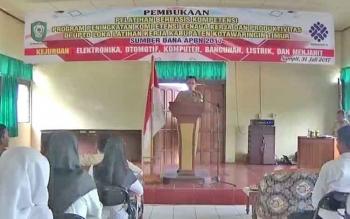 Kepala Disnakertrans Kotim Bima Eka Wardana saat menyampaikan sambutan kepada para peserta yang ikut pelatihan kerja, Senin (31/7/2017).