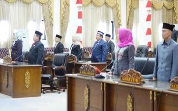 Sejumlah anggota DPRD Barito Utara saat mengikuti sidang paripurna