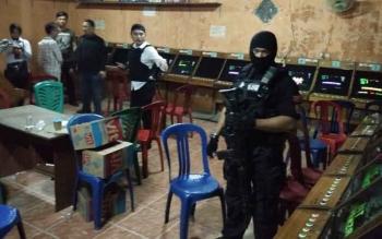 Kapolres Kotim AKBP Muchtar Supiandi Siregar memimpin langsung penggerebekan markas judi bingo di ruko Jalan Kapten Mulyono, Kecamatan Mentawa Baru Ketapang, Kotim, Senin (31/7/2017) malam.