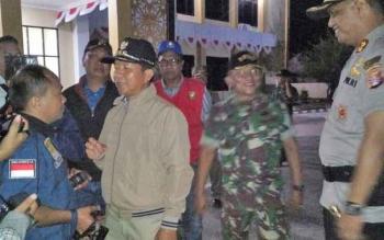 Kapolres Palangka Raya AKBP Lili Warli bersama Wali Kota Palangka Raya Riban Satia saat hendak melakukan patroli gabungan, Senin (31/7/2017) malam.