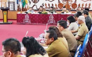 Anggota DPR RI sedang melakukan rapat dengan jajaran Pemprov Kalteng, Selasa (1/8/2017)