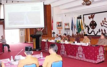 Pertemuan Pemprov Kalteng dengan Komisi II DPR RI di aula Jayang Tingang, Selasa (1/8/2017)