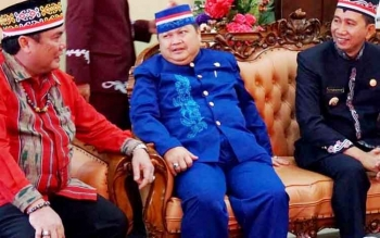 Bupati Barito Utara, Nadalsyah bersama Ketua DPRD Barut, Set Enus Y Mebas menghadiri HUT Kabupaten Murubg Raya ke-15, Senin (1/8/2017)