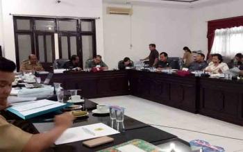 DPRD Gunung Mas rapat pembahasan KUA-PPAS bersama eksekutif, Senin (1/8/2017)