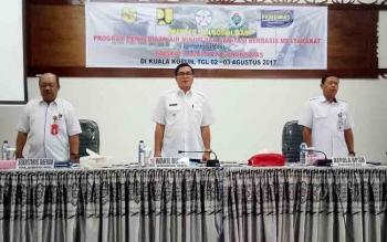 Wakil Bupati Gumas Rony Karlos (tengah) saat kegiatan Ekspose dan Sosialisasi Program Penyediaan Air Minum dan Sanitasi Berbasis Masyarakat (Pamsimas) di aula Kantor BP3D, Rabu (2/8/2017).