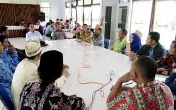 Suasana serap aspirasi antara sejumlah Camat, Kades dan Tokoh masyarakat bersama anggota DPR RI, Hamdani, Kamis (3/8/2017)