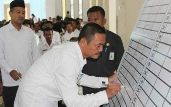 Plt Sekda Sukamara, Sutrisno saat menandatangani Komitmen Bersama Perilaku Hidup Bersih dan Sehat (PHBS) Kabupaten Sukamara beberapa waktu lalu.