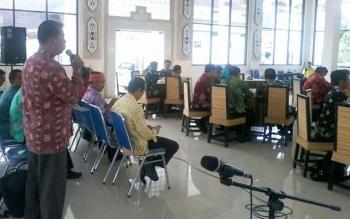 Camat Katingan Kuala, Mariadi saat menyampaikan laporannya saat coffe morning di pendopo rumah jabatan bupati, Jumat (4/8/2017).