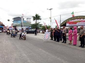 Bupati Sukamara Ahmad Dirman saat melepas Tim Ekspedisi Merah Putih Kabupaten Sukamara untuk menuju Kabupaten Lamandau, Sabtu (5/8/2017).