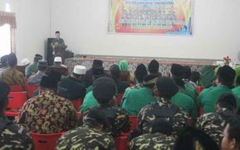 Ketua PCNU Lamandau, Kyai Hamim, saat menyampaikan sambutan pada kegiatan Halal Bihalal dan Doa