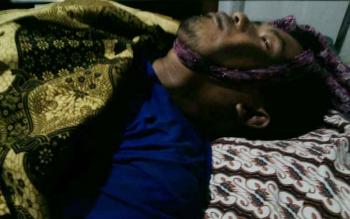 Korban Erfan tewas kesetrum saat mencari ikan.\r\n