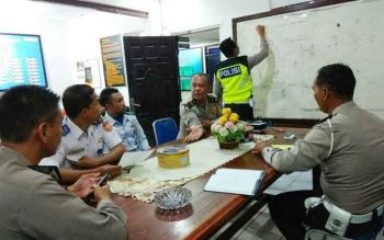 Satlantas Polres Kobar berkoordinasi dengan Dishub Kobar membahas rute dan pengamanan arak-arakan Piala Adipura yang akan digelar Selasa (8/8/2017).