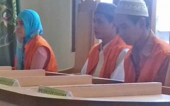 Ramadhani alias Rama, Wahyu Ramadhani alias Wahyu dan Masriah alias Amel saat jalani sidang.
