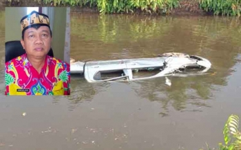 Kepala Dinas PUPR-PKP Ir Simpun Jaya dan Kondisi Mobil Korban Yang Nyungsep Ke Sungai Talikung.