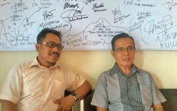 Ketua KPU Katingan Sapta Tjuta (kiri) bersama komisioner KPU Wirman K Saat.