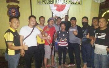 Tim gabungan dari Polsek Sanaman Mantikei dan Kapuas Hulu saat mengamankan Bawa pelaku pembunuhan terhadap warga Samba Bakumpai.