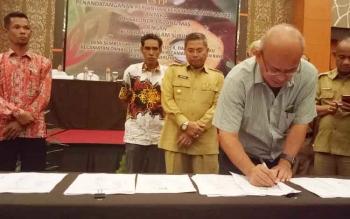 : Bupati Seruyan Sudarsono hadiri penandatangan perjanjian kerjasama kemitraan antara PT SLM - KUD Danau Alam Subur, Selasa (8/8/2017).