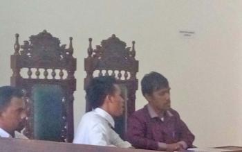 Kuasa hukum Anang Janggai, Richard William Cs saat hadir dalam sidang praperadilan terhadap Polda Kalteng.