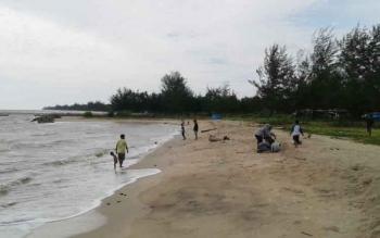 Wisata Pantai Anugrah Desa Sungai Tabuk Lecamatan Pantai Lunci Kabupaten Sukamara.